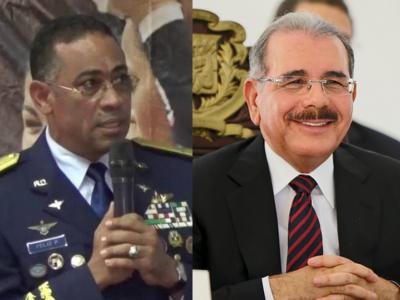 Presidente Medina Condecora Oficiales De La Fuerza Aérea